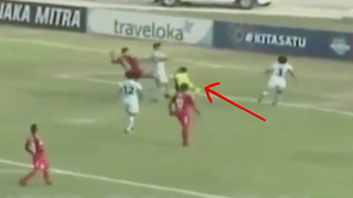Goalkeeper Tragically Dies After Collision with Teammate During Match - Video