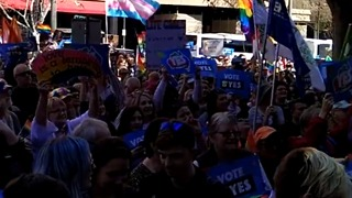 Crowds of 'Yes' Voters Rally For Same-Sex Marriage in Adelaide - Video