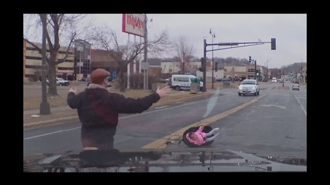 Motorist Finds Toddler in Car Seat That Fell From Vehicle Into Street