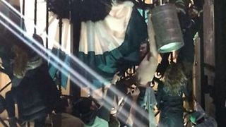 Eagles Fans Scale Philadelphia City Hall Gates With Beer Kegs - Video