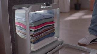 Laundry-Folding Robot At Consumer Electronics Show - Video