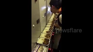 Flight attendant suspended for eating leftover meal on plane - Video