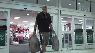 Stores ready to accommodate last-minute Christmas Eve shoppers