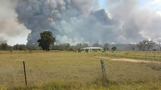 Thick Smoke Rises From Hunter Valley Bushfire - Video