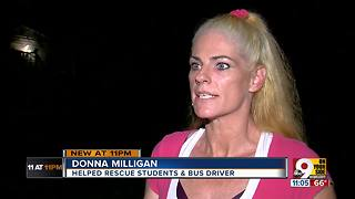 Woman helped students, driver escape crashed school bus - Video