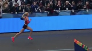 Shalane Flanagan Becomes First American Woman to Win NYC Marathon in 40 Years - Video
