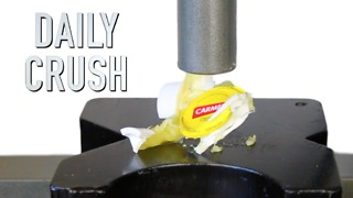 Crushing a lip balm jar with a hydraulic press - Video