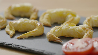 Xanthe Clay's mini ham and cheese croissant canapés - Video