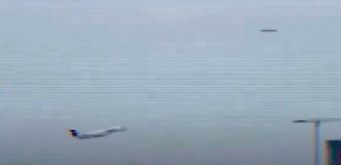 Fwd: UFO spotted during test flight in Santa Lucia airport, repeated flying object sightings...
