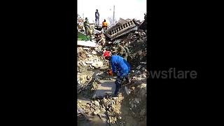 Rescue efforts continue in devastated Palu following deadly earthquake - Video