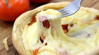 Mouthwatering pizza pot pie recipe - Video