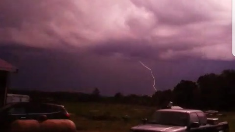 Powerful electrical storm caught on video