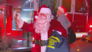 Firefighters deliver presents to suburban Lake Worth family after fire - Video