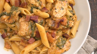Creamy chicken bacon pasta - Video