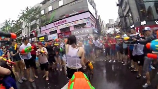 Massive water gun fight on the streets of Seoul, South Korea - Video