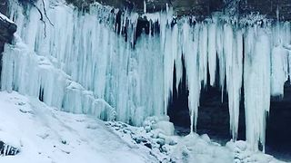 Minneapolis' Minnehaha Falls Freeze Over During Sub-Zero Cold Snap - Video