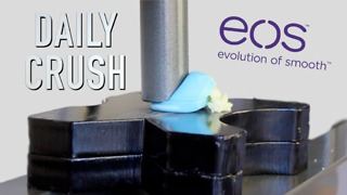 Crushing lip balm with hydraulic press - Video