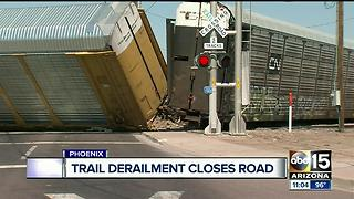 Train derailment closes Phoenix road - Video