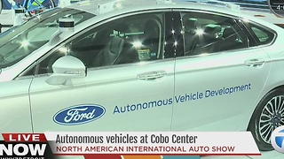 Autonomous vehicles at the Detroit Auto Show - Video
