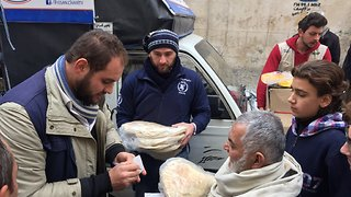 World Food Programme Delivers Aid to East Aleppo - Video