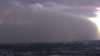 Dust storm brings visibility to near zero - Video
