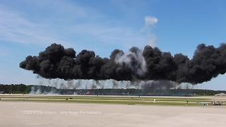Thrilling air show explosions! - Video