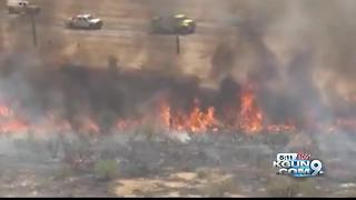 Brush fire shuts down I-17 in north Phoenix - Video