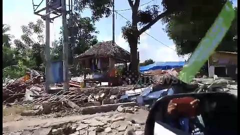 Scenes of devastation in Lombok following 7.0-magnitude earthquake and multiple aftershocks