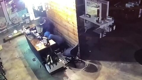Video: Clumsy thieves caught breaking into Normal Heights salon