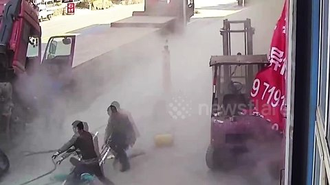 Inflating tire explodes, knocks mother and child to the ground in central Chinese province