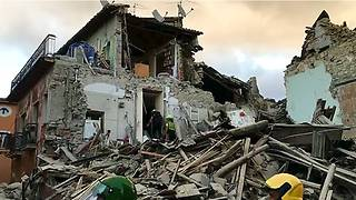 Two Powerful Earthquakes Strike Central Italy Within Hours - Video