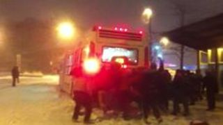 'Snow' Big Deal as Commuters Join Forces to Move Stuck Buses - Video