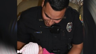 Officer helps deliver baby - Video