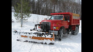 "1998 Ford F800 cleaning up 11"" of snow after Winter Storm Gail 12/17/2020"