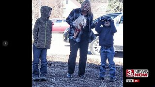 Newborn Council Bluffs baby introduced to family members through binoculars