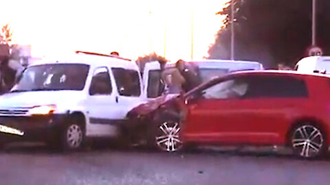 Driver rushing over 200 km/h causes car accident near Marbella, Spain