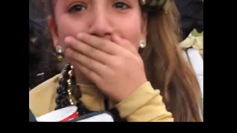Kid Cries Tears of Joy as New Orleans Saints Player Gives Her His Glove After Game