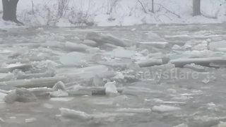 Drifting ice floes on Vermont river captured on film - Video