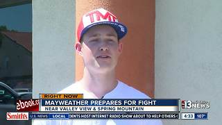 Fans make trip to attend Mayweather workout - Video