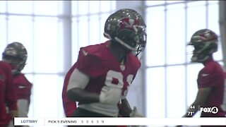 Antonio Brown makes Bucs debut