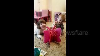 Hilarious moment little brother gets his own back on sister - Video