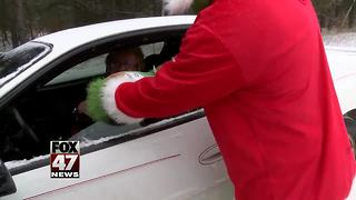Police hand out turkeys instead of civil infractions - Video
