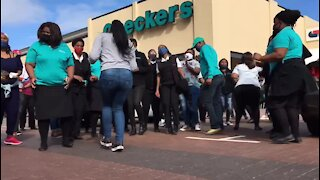 WATCH: Hout Bay Checkers staff protest after more Covid-19 cases (zWq)