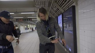 Magician wows crowd with 'magic touch' while performing in street