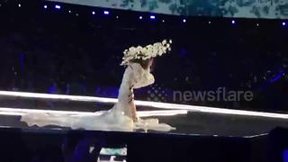 Chinese model falls on her face at Victoria's Secret show