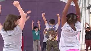 N Las Vegas school is showing kids the power of yoga - Video