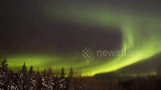 Stunning time-lapse of Northern Lights in Canada - Video