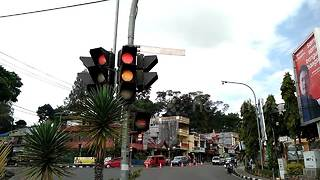 This traffic light could be the worst nightmare on your morning commute - Video