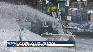 Cleaning up after heavy snow in Door County - Video