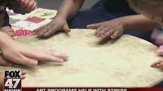 Art programs help reduce stress - Video